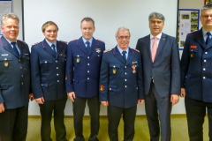 Stadtbrandmeister Peter Schmidt, Carsten Wrede, Florian Mesenbrink, Florian Mesenbrink, Bürgermeister Lutz Brockmann, Frank Hübner (v.l.).