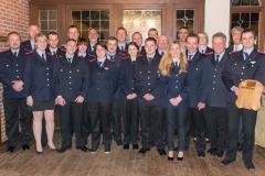 Gruppenfoto mit den beförderten, geehrten und gewählten Feuerwehrleuten sowie Bürgermeister Lutz Brockmann, Jens Richter (Vorsitzender Feuerschutzausschuss) sowie Stadtbrandmeister Peter Schmidt.