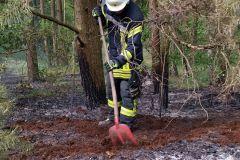 Auch Feuerpatschen und Schaufeln wurden eingesetzt um die Brände zu löschen bzw. Glutnester freizulegen.