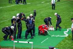 Die Wettkampfgruppe der Feuerwehr Verden beim Löschangriff.