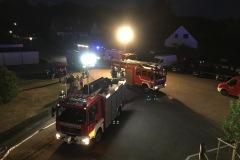 Einsatzfahrzeuge der Feuerwehr vor dem Objekt am Oderplatz.
