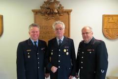 Stadtbrandmeister Peter Schmidt, Günter Stöfer und Ortsbrandmeister Jürgen Barkfrede (von links).