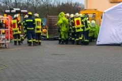 Nur mit Chemikalienschutzanzügen geschützt konnten die Arbeiten vor Ort durchgeführt werden.