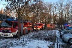 Einsatzfahrzeuge der Feuerwehr am Saumurplatz.