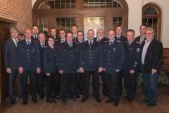 Die Beförderten, Geehrten und Gewählte zusammen mit Stadtbrandmeister Peter Schmidt, Bürgermeister Lutz Brockmann sowie Ortsbürgermeister Gerard Otto-Dyck.