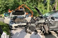Schäden an den verunfallten Fahrzeugen.