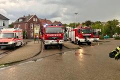 Einsatzfahrzeuge am Verdener Bahnhof.