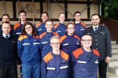 Die erfolgreiche Jugendgruppe der Stadtfeuerwehr mit Begleitung bei der Abnahme der Leistungsspange in Wunstorf.