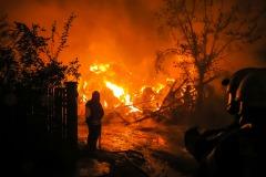 Das Gebäude brannte bis auf die Grundmauern nieder, ebenso wurden nahezu alle eingelagerten Heuballen vernichtet.