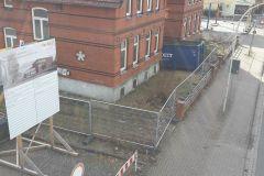 21.02.2017 - Nachdem auf den Geländen an der Lindhooper Straße fast ein Jahr Ruhe herrschte wird ein Bauzau errichtet um mit den Abbrucharbeiten beginnen zu können.