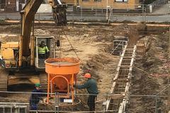 26.10.2017 - Der erste Beton für den Neubau.