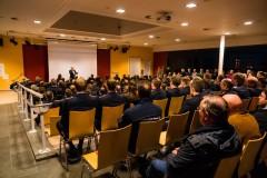 Bürgermeister Lutz Brockmann begrüßt die Anwesenden in der Aula der Realschule Verden.