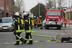 Einsatzkräfte der Feuerwehr in der Großen Straße.