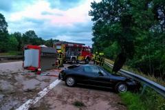 Totale der Unfallstelle, an beiden beteiligten Fahrzeugen entstand Totalschaden.