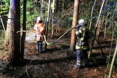 Löscharbeiten, rund 2000 Quadratmeter Waldboden brannten.