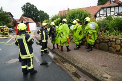 Gefahrgutspezialkräfte bereiten den Einsatz vor. (KFV/Dathe)