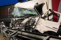 Durch einen Sprung aus dem Führerhaus konnte sich der Fahrer dieses LKW in Sicherheit bringen.
