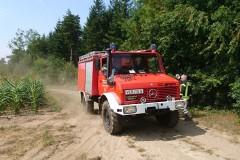 Mit Tanklöschfahrzeugen wurde das Wasser zur Brandstelle gebracht.