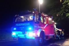 Einsatzfahrzeug bei der Brandbekämpfung in der Salzstraße.