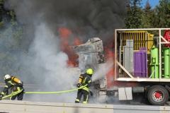 Brandbekämpfung an dem LKW.