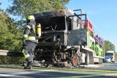 Die ausgebrannte Zugmaschine.