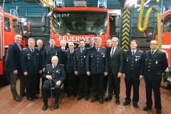 Die geehrten Kameraden der Ortsfeuerwehr Verden zusammen mit Ortsbrandmeister, Stadtbrandmeister, Bürgermeister sowie dem Vorsitzenden des Feuerschutzausschusses.