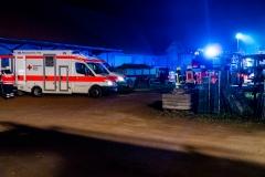 Einsatzkräfte von Feuerwehr und DRK vor Ort.