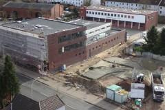 Blick von der Drehleiter auf den ersten Bauabschnitt sowie den Altbau.