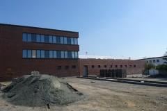 07. April 2019 - Das Gerüst ist weg, endlich hat man einen freien Blick auf den ersten Bauabschnitt. Hier die Westseite mit dem künftigen PKW-Parkplatz.