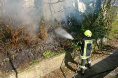 Rund 30 Quadratmeter Böschung standen in der Bergstraße in Flammen.