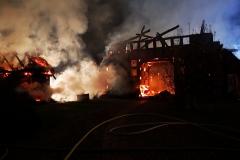 Gleich mehrere Gebäude brannten auf dem Anwesen in Bruchhausen-Vilsen ab.