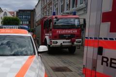 Einsatzfahrzeuge in der Großen Straße.