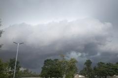 Aufziehende Gewitterfront am Samstagnachmittag über Verden.