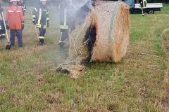In Eitze brannte während des Gewitterschauers ein Rundballen.