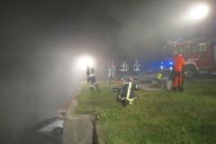Der PKW wir durch die Feuerwehr gesichert.