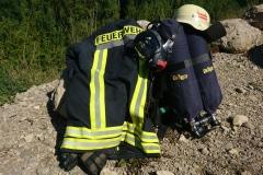 Gestartet wurde in kompletter Einsatzbekleidung und mit sogenannten Langzeit-Atemschutzgeräten.