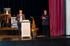 Bürgermeister Lutz Brockmann und Kreisbrandmeister Hans-Hermann Fehling überbrachten Glückwünsche und Dank für das kontinuierliche ehrenamtliche Engagement für die Sicherheit der Verdener Bürgerinnen und Bürger.