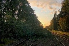Bis spät in den Freitagabend dauerten die Aufräumarbeiten auf der Bahnstrecke Verden-Rotenburg.