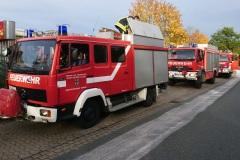 Einsatzfahrzeuge in der Max-Planck-Straße.