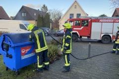 Schnell konnte das Feuer in dem Müllcontainer gelöscht werden.
