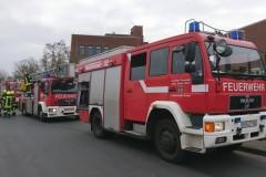 Einsatzkräfte der Feuerwehr in der Siemensstraße.