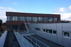 07.03.2020 - Der zweite Rettungsweg auf dem Dach des Neubaus.