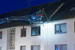 Im Zuge der Nachlöscharbeiten musste auch die Dachhaut auf der Suche nach Glutnestern teilweise geöffnet werden.