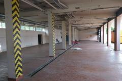 Blick in die Fahrzeughalle des Altbaus kurz vor dem Abriss (Mai 2020).