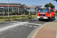Reinigungsarbeiten an der Kreuzung Hönisch.