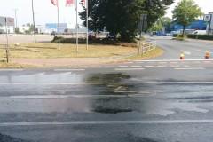 Der rutschige Ölfilm war für zwei Verkehrsunfälle verantwortlich.