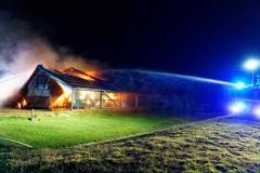 Brandbekämpfung durch das TLF 3000 der Ortsfeuerwehr Verden mit zwei Wasserwerfern.