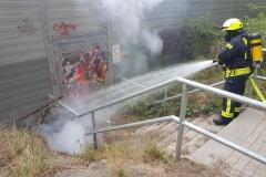 Brandbekämpfung am Bahndamm.