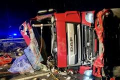 Der LKW wurde bei dem Unfall erheblich beschädigt.