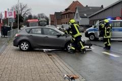 Zudem räumten die Einsatzkräfte die Unfallstelle.
